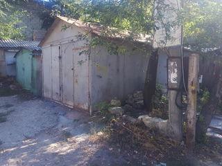 2 garaje alaturi Flacara