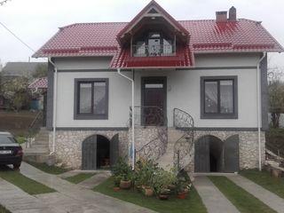 Casa la Costesti centru