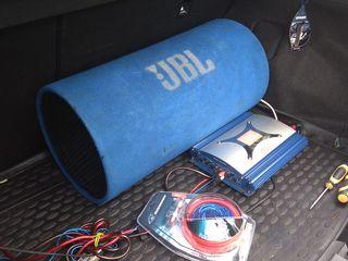 Мощный JBL сабвуфер+ усилитель Jbl +новый комплект проводов 1200 ватт