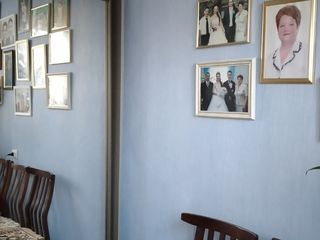 Vind apartament cu 3 camere la Ungheni raionul Danuteni