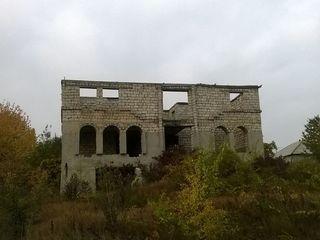 Se vinde casa nefinisată în r-l.Orhei, s.Peresecina+12 ari (pt constructie). 14000 e.