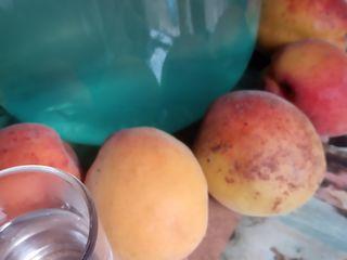 Vindem tuica din сaise.Продаем самагон из абрикос.