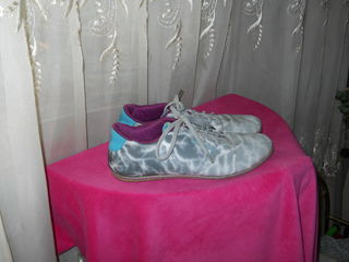 продам две пары кроссовок размер: 41 и 39 по 70 лей
