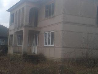 casa cu 2 nivele in Copaceni