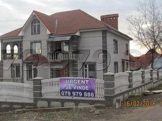 Se vinde casa cu 3-nivele, sauna, bazin.
