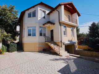 Se vinde casă excepțională în 3 nivele! Euro reparație! 4 ari, Super preț! Chișinău! Ciocana