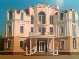 Эксклюзивный дом в центре тирасполя 4 этажа, 1000м, 15 соток, готовность 60%. 250 000€ или меняю...