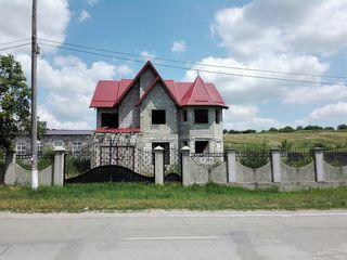 Новый 2-х этажный дом на 15 сотках в с. Зембрень Яловенского р-на. Цена: 55 00 евро.