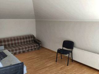 Apartament cu 2 odăi 65 м2, Ialoveni, Centru