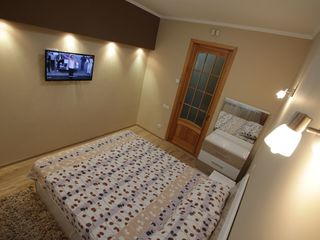 Помесячно 2-комнатная квартира в центре на бул.Григоре Виеру( проспект Молодежи)!