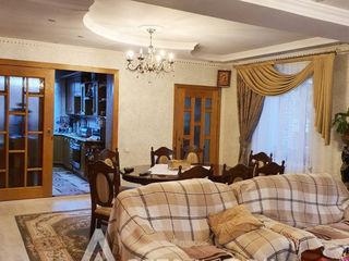 Casa în 2 nivele! str. S. Rahmaninov, Buiucani, 190m2 + 3 ari! Euroreparație!