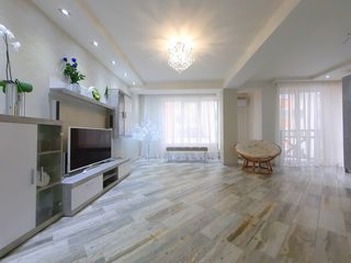Apartament tip Club-House, 2 camere + salon și garaj