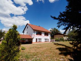 O superbă casă! Dumbrava, I.P. Izvoraș6,5 ar! Terasă, Garaj, Grădină! Super preț!
