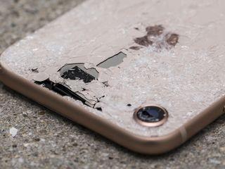 Предлагаю услугу по замене задних стенок мобильных телефонов