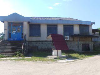 Edificiu cu 2 nivele si lotul de pamint aferent, cu destinatie antreprenoriala, centrul Ialoveniului