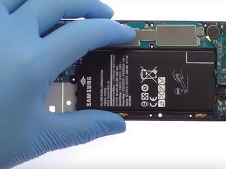 Samsung Galaxy J7 2017 Bateria nu se încarcă? О vom înlocui fără probleme!