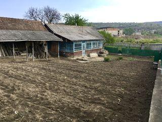 Vind casa - teren 23 ari in orasul Nisporeni /schimb pe apartament cu 3 camere in Chisinau