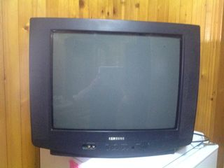 Хороший телевизор 200 лей