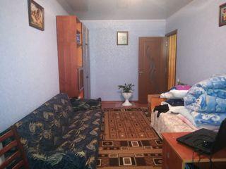 Срочно продам 1 комнатную квартиру 4/4 середина 11700 евро