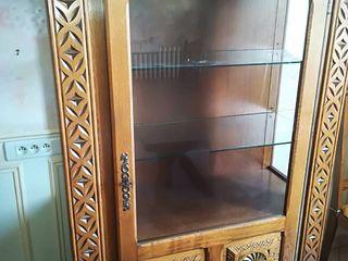 Резная,бретонская дубовая витрина 160х105 см.