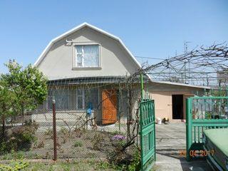 Мерены. Добротная дача в 2-х уровнях рядом с озером, 25 км от Кишинева. 3 комнаты, подвал, летняя ку