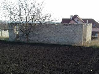 Lot de pământ cu construcție începută