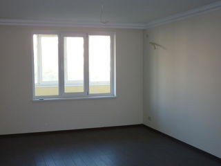 Vinzare. Apartament cu doua odai - 85mp. Etajul 5 din 10, reparatie noua.
