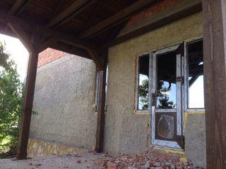 Casa nefinisata/lot cumparat in sectorul Pole Ciudes or. Balti
