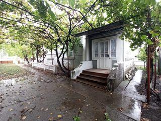 Продаю 2 дома в с.Реуцел, центральная улица, напротив парка.