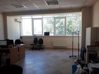 Офисное помещение в 84м2,44м2. в Центре г. Кишинев, по ул. Колумна пересечение с ул. М. Еминеску