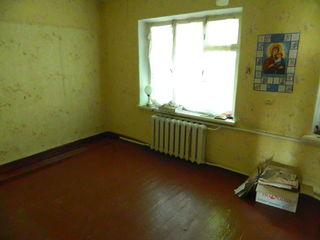 Hîncesți (centru) , cu 2 nivele. 3 camere = 58 m2, 35000 euro