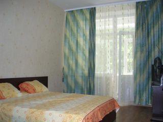 Închiriez un apartament cu două camere lîngă agenţie imobiliară Lara pe termen lung