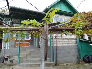 Casa din cotelet + garaj + 12 ari in Straseni numai 33900 Euro