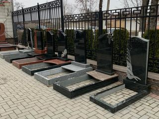 Monumente funerare din granit -Monumente Premium