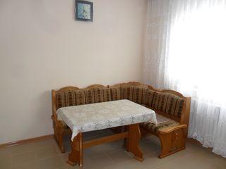 Продается полдома с гаражом на 5-ти сотках в с. Суручень Яловенского р-на. Цена: 21 500 евро.