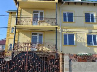 Продается дом в Яловенах, расположенный в элитном районе города