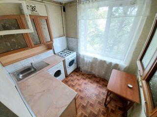 Vînd apartament 3 cam. sec. Buiucani str. Doina și Ion Aladea-Teodorovici 10/2, bilateral de mijloc