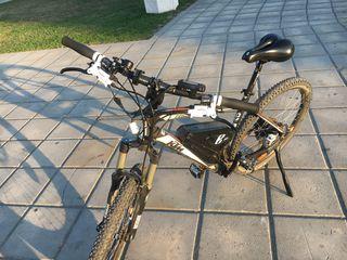 Bicicleta adusa din germani