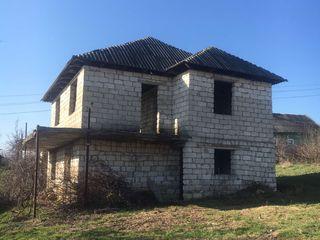 Spre vinzare casa nefinisata cu 2 nivele in sat. Todiresti! La super pret 12 500 €