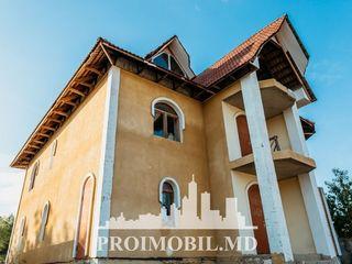 Casa cu 3 nivele, 240 mp + 6 ari, variantă albă, or. Ialoveni!!!