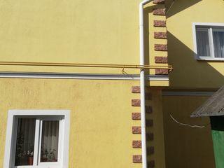 Продам 2-эт. дом,  4 сотки земли, времянка, все коммун. р Селекция, автономное отопление