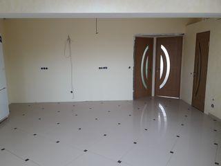 Apartament cu 3 odai in bloc nou + terasa de 35 m2