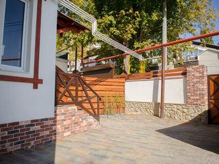 Клубный дом  на 4 семьи -  индивидуальный двор у каждой квартиры.