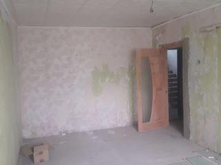 De vinzare apartament cu 2 odai, etajul I, in stadie de reparatie, Cantemir