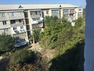 Продоётся трёхкомнатная квартира , без ремонта но дёшево , квартира в самом лучшем районе города !