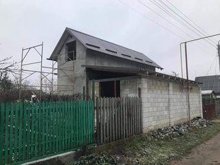 Constructie nefinisata pe lot pomicol