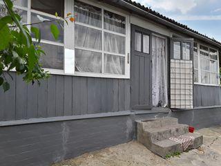 Продаются 2 дома на одном участке. 11 соток земли общая площадь.