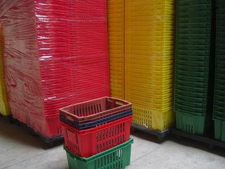 Vind lazi din plastic pentru produse alimentare si nealimentare.de la producator.