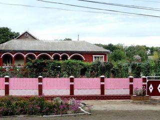 Casa buna de locuit in centrul or. Iargara, cu terasa, reparatie, mobila si tehnica de uz casnic