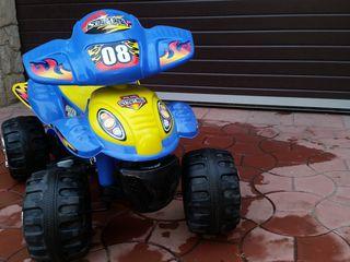 Motocicleta - cvadriciclu cu 4 roti .